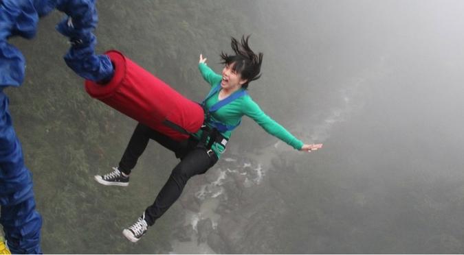 7 pensées qui m'ont traversé l'esprit avant mon premier saut à l'élastique