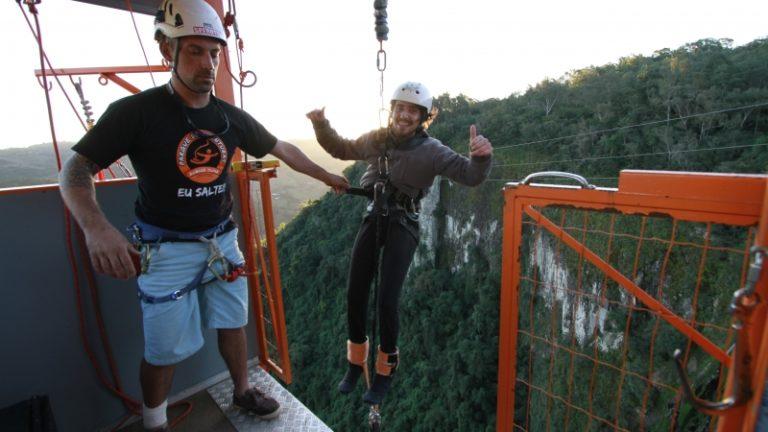 Bento Gonçalves possède un parc aventure avec le plus grand saut à l'élastique du Brésil