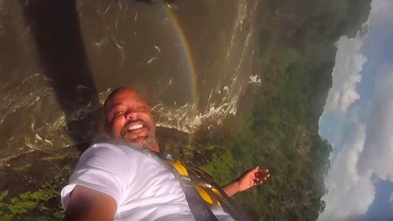 Will Smith saute à l'élastique dans le Grand Canyon avec un fan