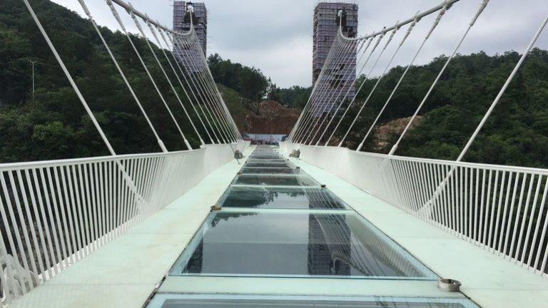 Sept ponts et viaducs pour le saut à l'élastique l'un d'eux est en verre